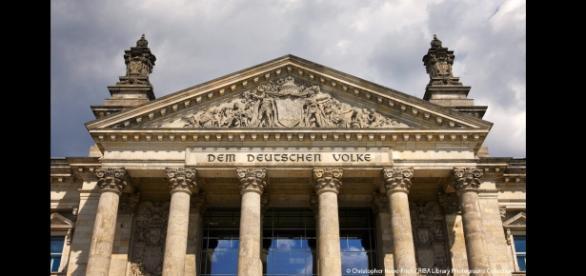 Reichstag in Berlin - Sitz des Bundestags - architecture.com