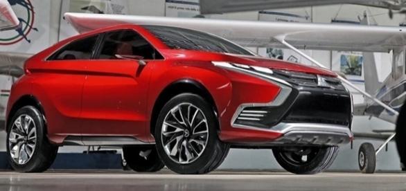 Utilitário esportivo inédito da Mitsubishi deverá ter design agressivo baseado no XR-PHEV (acima)