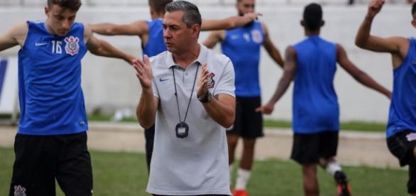Preparador físico em atividade com o elenco do Corinthians. (Créditos: Rodrigo Gazzanel/ Ag. Corinthians)
