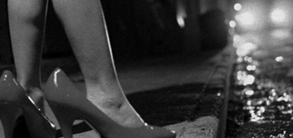 Adolescente de 12 anos é obrigada a se prostituir pela mãe