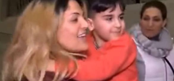 """Băiețelul de cinci ani reținut pe aeroportul din Dulles ca fiind """"amenințare"""" pentru securitatea SUA"""