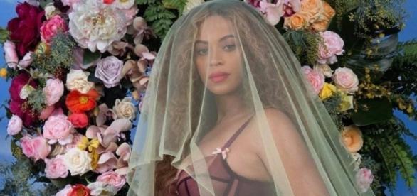 Beyoncé anuncia que está grávida de gêmeos com muito estilo (Reprodução)