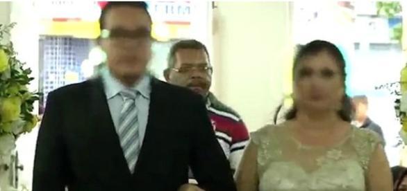 Homem seguia atrás dos noivos na igreja