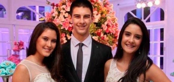 Vinícius com as suas duas irmãs gêmeas