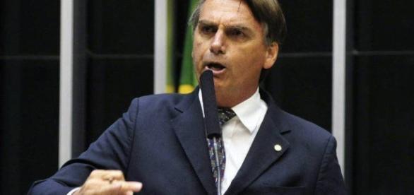 Bolsonaro critica politica de direitos humanos