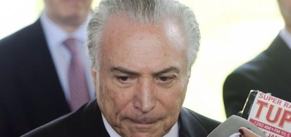 Entra Temer. As mulheres saem   CLAUDIA - com.br