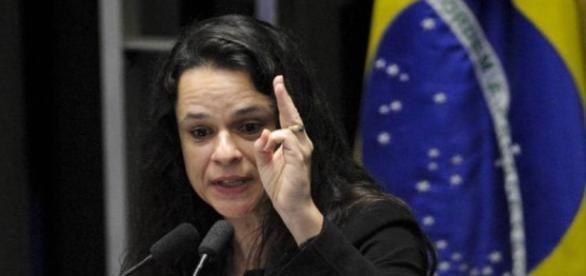 Janaína Paschoal recebe ligação de João Dória