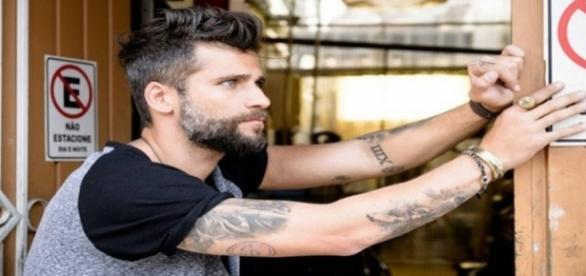 """Mario (Bruno Gagliasso) é torturado em """"Sol Nascente"""""""