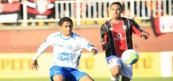 Após passar por clube catarinense, zagueiro interessa ao Corinthians
