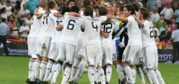 Real Madrid vs Granada [image:upload.wikimedia.org]