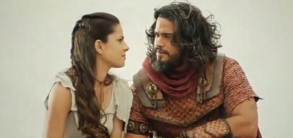 Samara fica revoltada ao ver Aruna se casando com o grande amor de sua vida