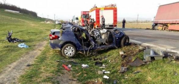 ACCIDENT CUMPLIT. Un tânăr de 18 a MURIT după ce s-a izbit de două ... - reporterntv.ro