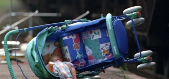 Kindesraub aus Kinderwagen (Symbolbild Quelle: dpa)