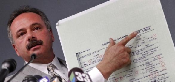 Untersuchungsleiter Mike Zullo meint, Obamas Geburtsurkunde sei gefälscht. (Fotoverantw./URG Suisse: Blasting.News Archiv)