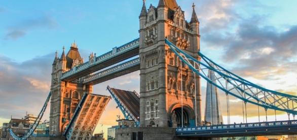 EazyCity London, our team welcomes you to London - eazycity.com