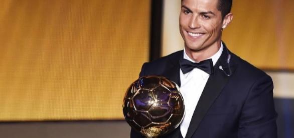 Cristiano Ronaldo é eleito o melhor do mundo pela 4ª vez, sem nenhuma surpresa.