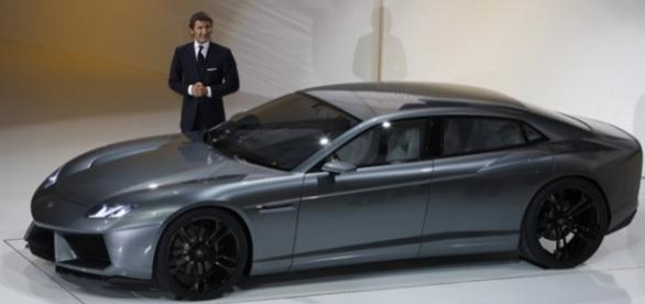 Lamborghini Estoque prototipo esposta al Salone di Parigi nel 2008. Accanto all'auto Stephan Winkelmann, allora presidente e CEO Lamborghini.