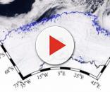 """La frattura nel ghiaccio, la cui giusta denominazione è """"polinia"""", osservata dall'occhio del satellite"""