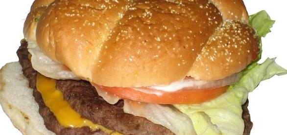 How to create the perfect hamburger [Image-TheImpulseBuy | wikimedia commons]