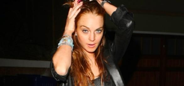 Lindsay Lohan defends Harvey Weinstein [Image via Hollyscoop/YouTube screencap]