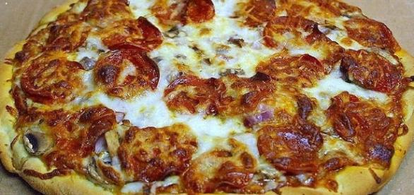 Pizza [Image courtesy of John Sullivan/wikimedia commons]