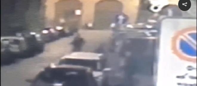 Gridano 'Allah akbar' e brandiscono spranghe e coltelli, terrore in discoteca