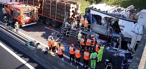 Vítimas ficaram encarceradas nos escombros dos camiões