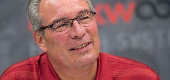 Can former WSU AD Bill Moos keep Mike riley? - [Image via Footballmatters/YouTube]