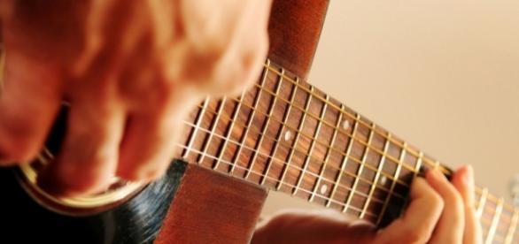 Dom e idade não são requisitos para tocar violão