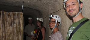 turisti all'ingresso dell'ipogeo del vescovado