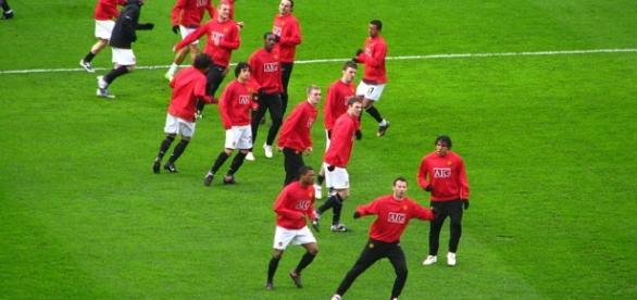 Players of Manchester United prematch warmup (Photo via: Wikimedia Commons)