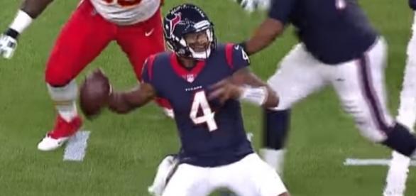 Deshaun Watson looks like a seasoned veteran. [Image via NFL/YouTube]