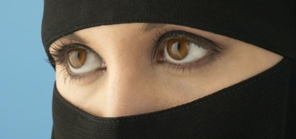 L'Austria fa scattare il divieto di burqa - Cronaca - Il Piccolo - gelocal.it