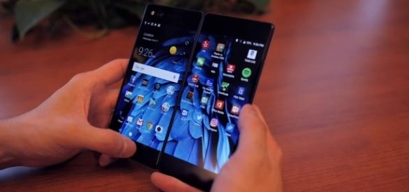 Folding display technology is here as ZTE debuts the new Axon M smartphone (Android Authority/YouTube)