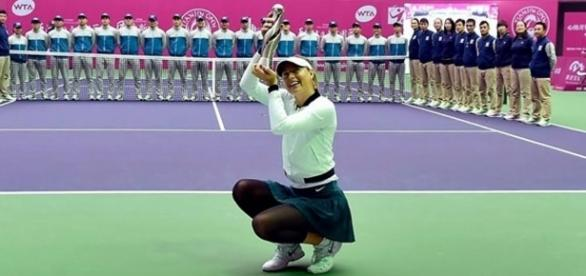 Maria Sharapova raises her trophy after winning the 2017 Tianjin Open this Sunday. | Credit (Alfredo/YouTube)