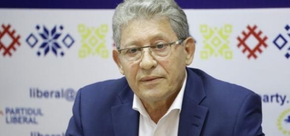 Mihai Ghimpu îl învinuiește pe Vlad Plahotniuc de control al instituțiilor statului