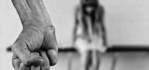 Juiz, que julga pela Bíblia, considera que adultério é desculpa para a violência