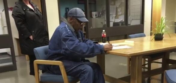 O.J. Simpson signing documents on the day of his release. (Image Credit: ABC World News Tonight/ 'YouTube' screen grab)