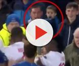 Un homme frappe les Lyonnais avec son bébé dans les bras. (The 18).