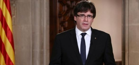 Regierungspräsident Carles Puigdemont - Maßnahmen von Madrid angekündigt - abendzeitung-muenchen.de