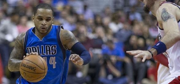 Jameer Nelson in his time with the Dallas Mavericks. [Image Credit: Keith Allison/YouTube]