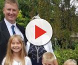 Chris Garlick com sua família antes da doença (Foto: Reprodução/Wales Online WS)