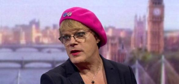 Eddie Izzard is to stand for membership of Labour's executive committee