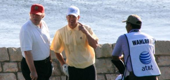 Trumps handicap dropping as fast as his ratings. Pictured with Mark Wahlberg - Wikimedia commons.
