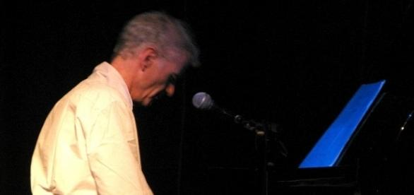 Peter Hammill al pianoforte in concerto