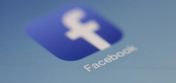 Facebook plans to hire 1000 more employees to review ads [Image via Hamza Butt/Flickr]