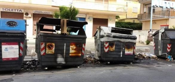 """Emergenza rifiuti, per Raggi è colpa di """"atti di sabotaggio"""" - romatoday.it"""