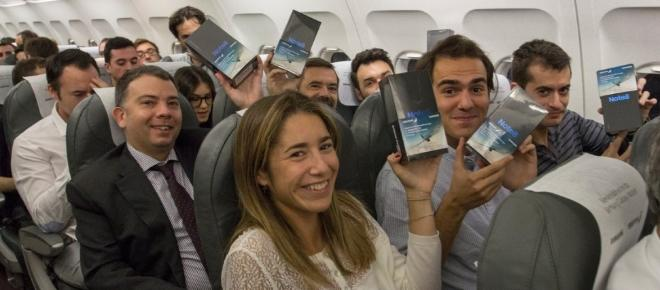 200 passagers chanceux d'un avion reçoivent en cadeau un Samsung Galaxy Note 8