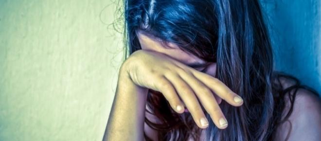 Adolescente de 13 anos é estuprada pelo próprio pai e pelo irmão