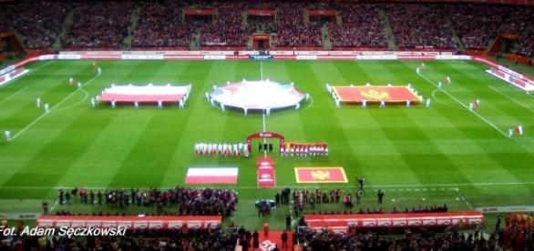 Przed hymnami reprezentacji Polski i Czarnogóry (fot. Adam Sęczkowski)